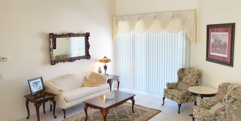 NEW sitting room (2)
